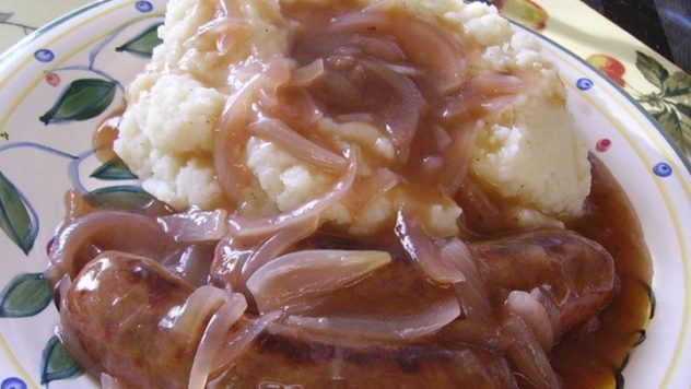 Pintesting True Bangers and Mash with Onion Gravy